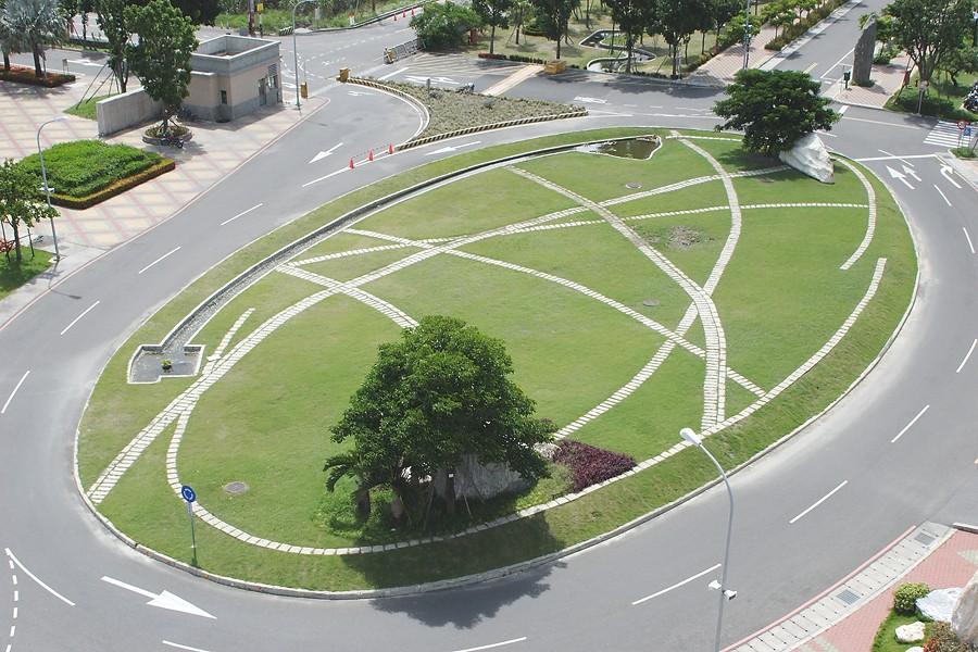 行政大樓前草皮